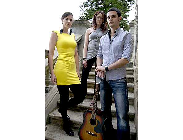 3 Reasons Acoustic Trio Perth - Musicians - Entertainers Hire