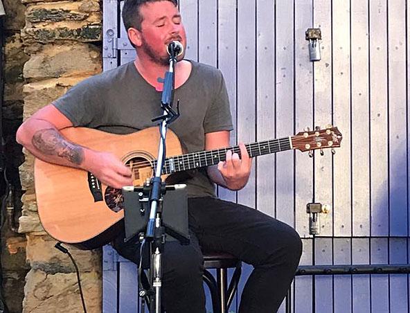 Perth Acoustic Singer Jesse - Musicians - Wedding SingerPerth Acoustic Singer Jesse - Musicians - We