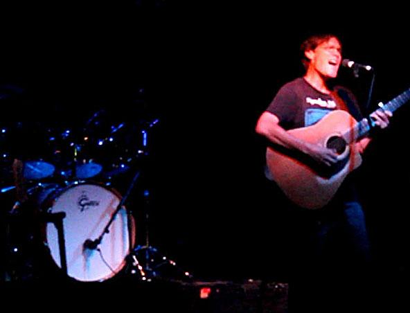 Kim Mainwright Guitarist Singer Perth - Musician